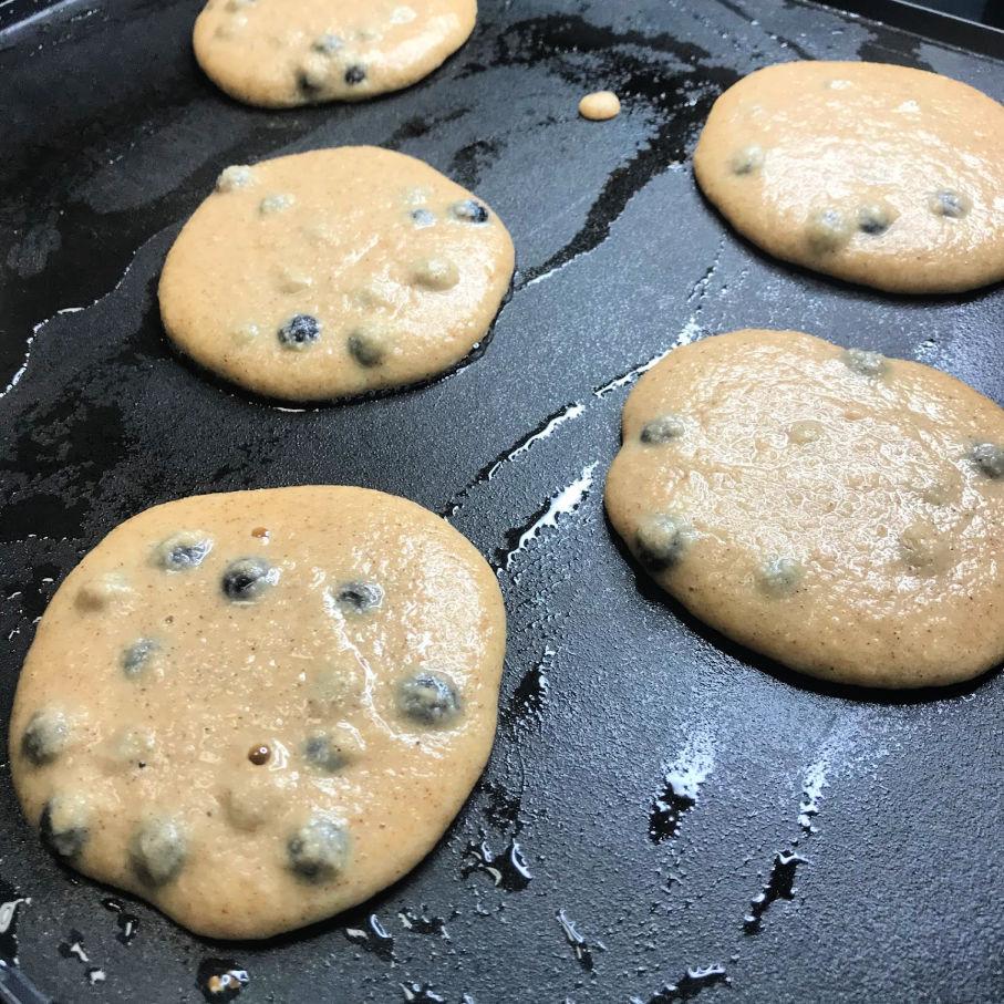 Super Fluffy Keto Blueberry Pancakes side 1