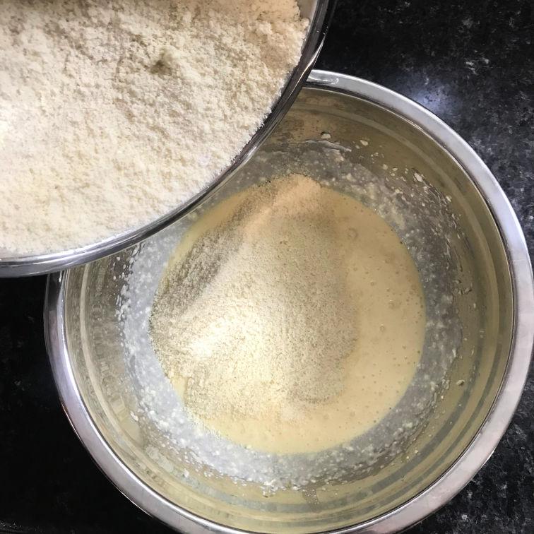 making keto vanilla wafers