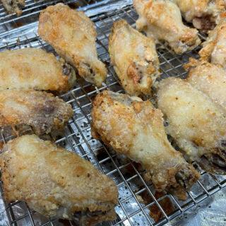 Crispy Baked Chicken Wings FEATURE